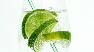closeup of keto cocktail with lime slices